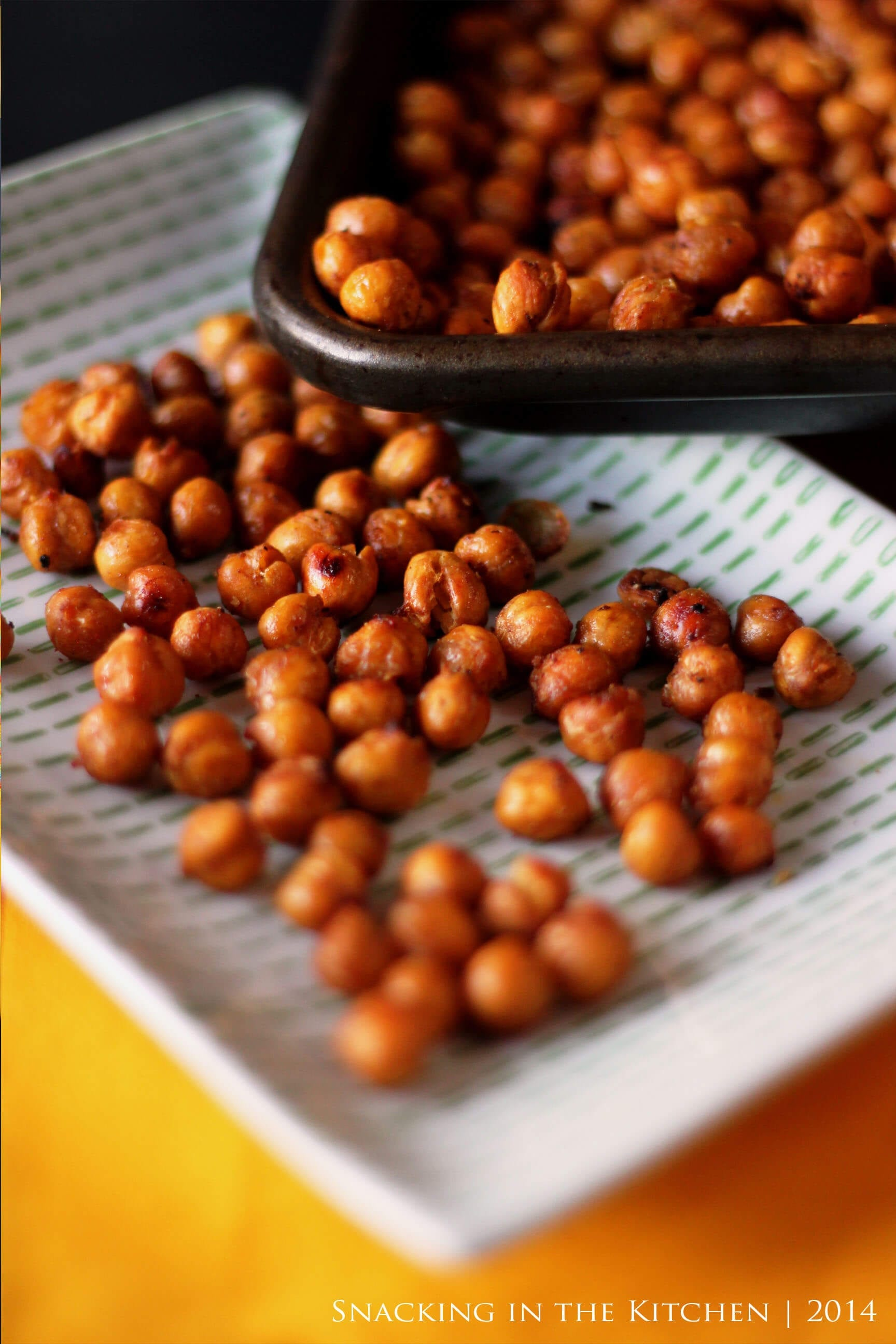 Spicy-oven-roasted-chickpeas | SnackNation