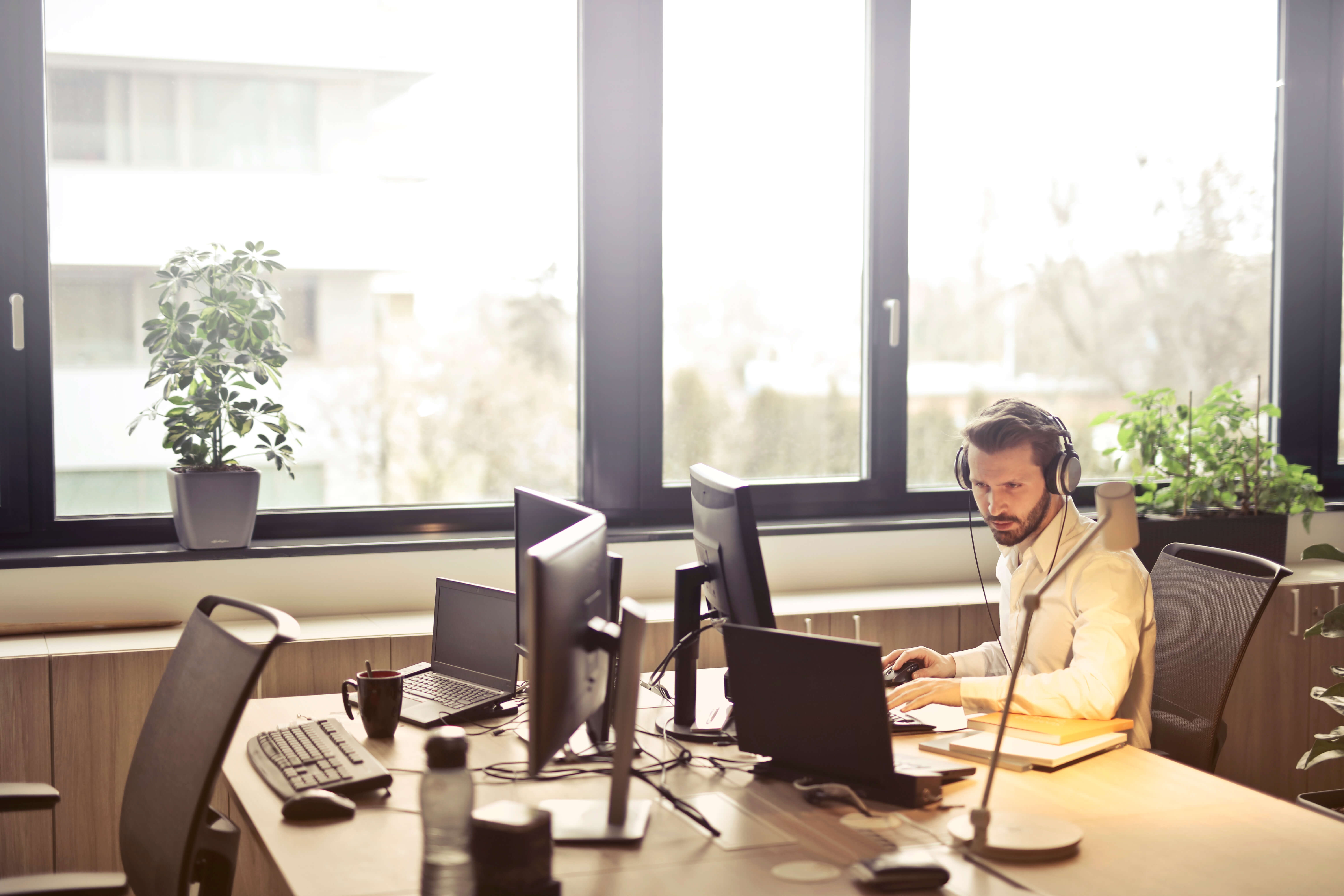 If You Have A Private Office Within Your Workspace, Point Your Desk So You  Are Facing Sideways To Team Members Walking By Or Wanting To Pop In.